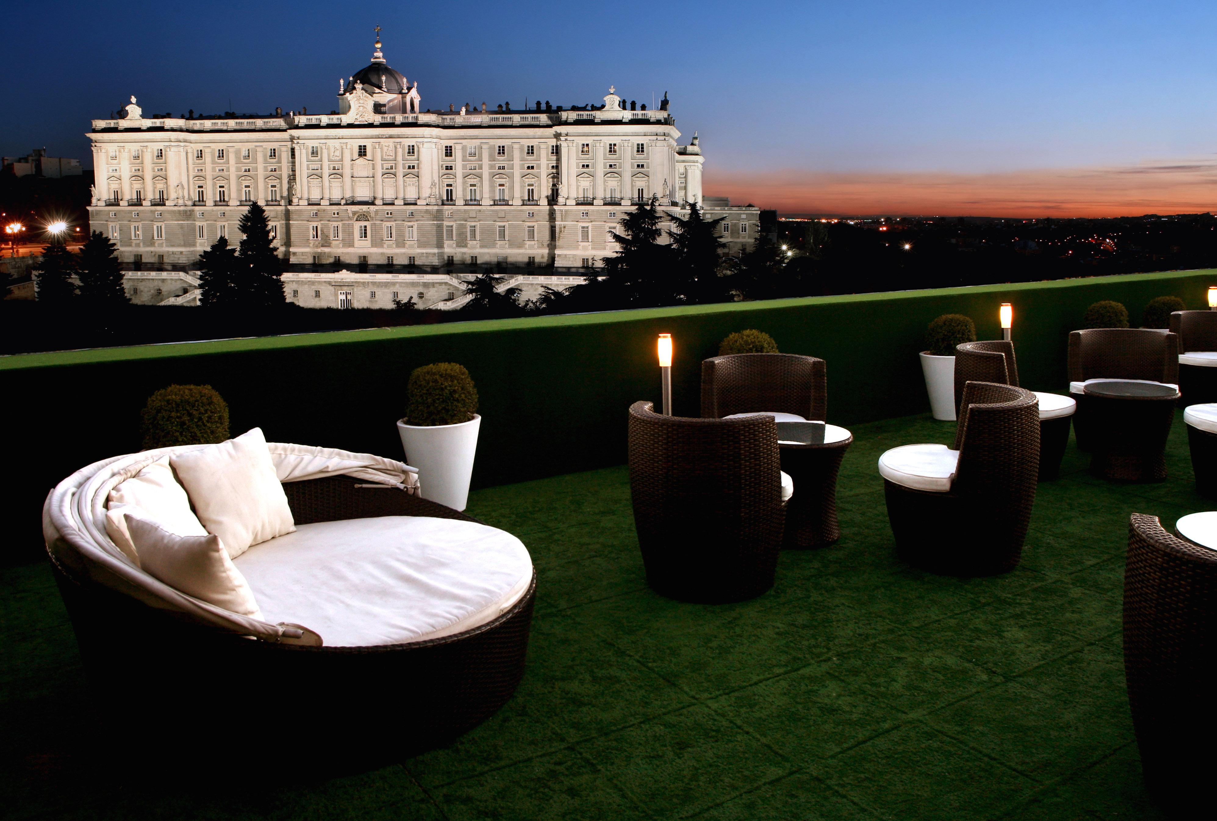 Apartosuites-Jardines-de-Sabatini-terraza-palacio-real-madrid